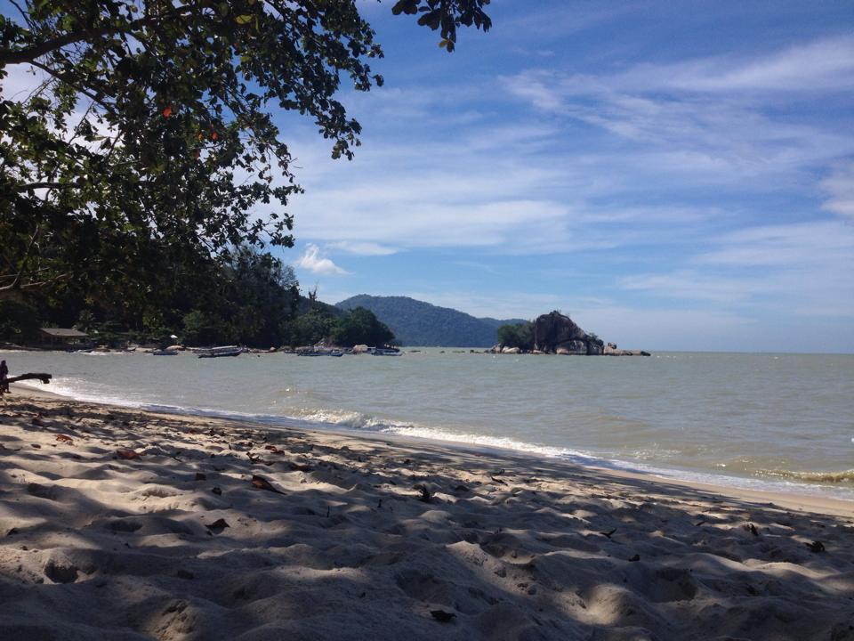 Het strand op Penang, Maleisië.