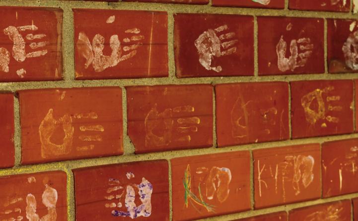 getekend plaatje met schoolspullen